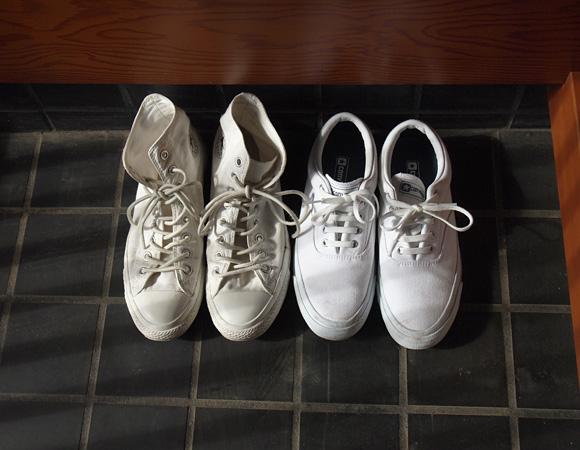 普段着の白スニーカー