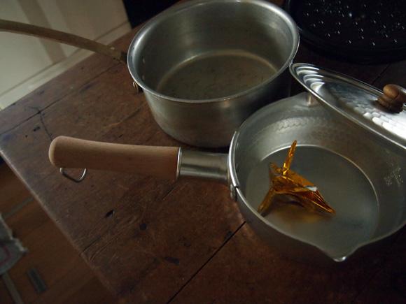 鍋の中の折り紙