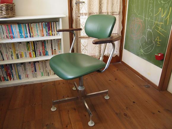 仕事部屋の椅子